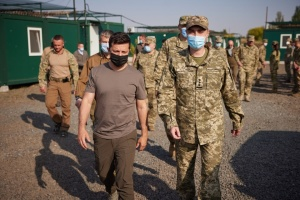 Зеленский в Донецкой области вручил награды военным