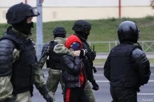 В Минске силовики стреляют в протестующих резиновыми пулями, есть раненый