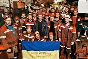 На шахтах КЗРК до протесту приєдналися дві жінки: під землею - 62 гірники