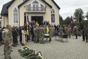 На Прикарпатье простились с бойцом, погибшим в зоне ООС