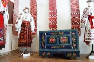 У Славутичі показали народне вбрання Полісся