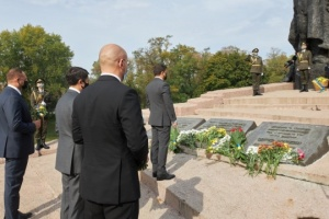 Ukraine's top officials commemorate Babyn Yar massacre victims