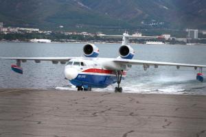 Маневры российских самолетов-амфибий напугали жителей Анталии