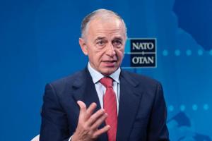 В НАТО заявляют об использовании Россией и Китаем технологий для контроля над людьми
