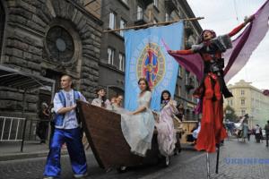Львов зовет на уличный театральный фестиваль