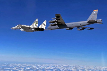 Dos bombarderos estadounidenses B-52 vuelan patrullando sobre Ucrania