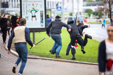 Belarus: Hunderte Menschen bei Protesten am Sonntag festgenommen