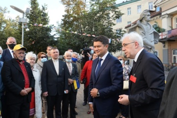 Razumkov meets with Ukrainian community in Lithuania