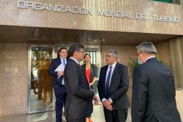 Kuleba propone a la Organización Mundial del Turismo celebrar un foro internacional en Ucrania