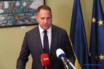 Yermak announces Ukraine-France-Germany talks