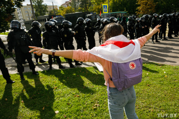 Michelle Bachelet réclame l'ouverture d'une enquête sur la répression violente contre des manifestants pacifiques au Bélarus