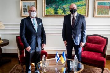 Stellvertretender Außenminister und Botschafter Israels besprechen Freihandel