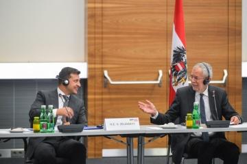 """Zelensky invita a las empresas austriacas a sumarse a la """"Construcción a gran escala"""""""