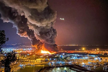 Біля порту італійського міста Анкона спалахнула масштабна пожежа