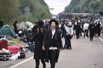 Israel insta a los peregrinos jasídicos, que intentan llegar en Uman, que regresen a casa