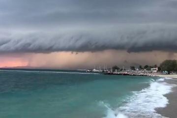 На Грецію йде рідкісний циклон, оголосили штормове попередження