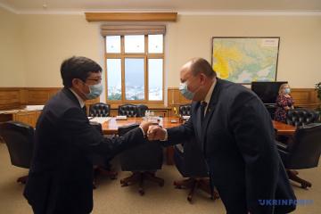 Nemchínov: Ucrania dispuesta a ser un país tránsito para personas que viajan entre Europa y China