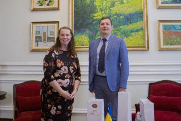 Yenin y O'Rourke discuten el fortalecimiento del diálogo diplomático entre Ucrania y Australia