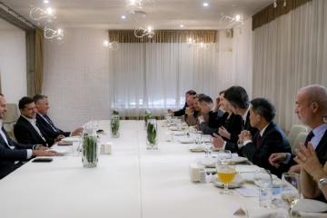 ゼレンシキー大統領、ミコライウ市でG7大使と会談 国内改革を協議