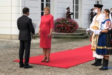 Zelensky meets with Slovak president in Bratislava