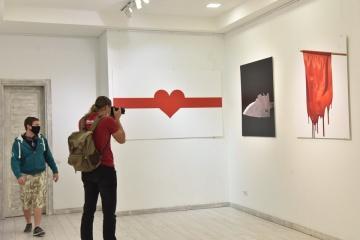 ベラルーシのアーティストによる抗議ポスター展、キーウで開催