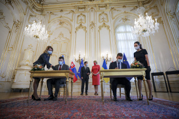 Ukrainian, Slovak ministers sign bilateral documents in Bratislava