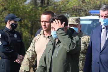 ゼレンシキー大統領、ハルキウ州航空機墜落事故現場に到着 遺族への支援を約束