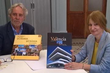 El alcalde de Valencia felicita a la Cónsul General de Ucrania