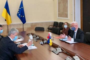 Tkachenko y el Embajador noruego tratan un nuevo proyecto de ley sobre el turismo