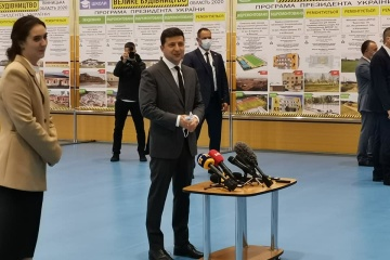 Besuch in Winnyzja: Selenskyj inspiziert Sportkomplex