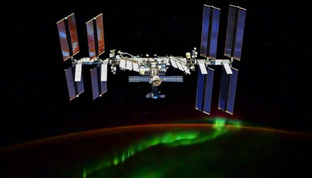 Светящиеся шары – это спутники Илона Маска?