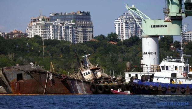 Танкер Delfi отбуксируют в порт в период с 3 по 5 сентября - Труханов