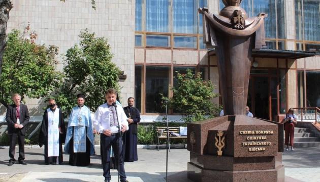 В музеї Тернополя відкрили й освятили монумент «Свята Покрова - опікунка українського війська»