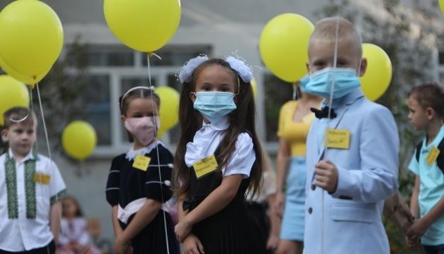 Родителей просят объяснить детям, что меняться в школе масками нельзя