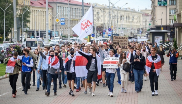 Минск: студенты и преподаватели вузов требуют отставки Лукашенко, есть задержанные