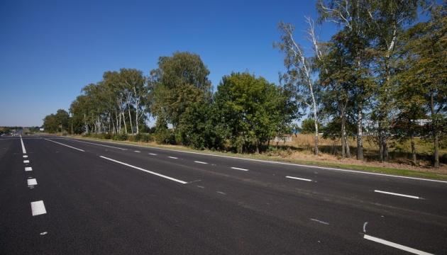 В Украине уже отремонтировали половину запланированных на этот год дорог