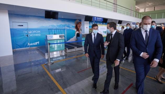 Реконструкцію злітної смуги аеропорту Полтави потрібно починати цьогоріч — Зеленський