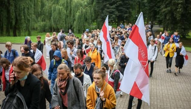 Марш студентов в Беларуси собрал уже несколько тысяч человек