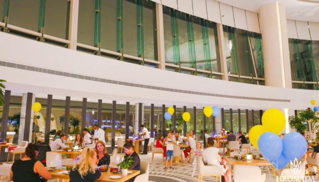 Ресторан п'ятизіркового курорту в Абу-Дабі пригостив відвідувачів українськими стравами