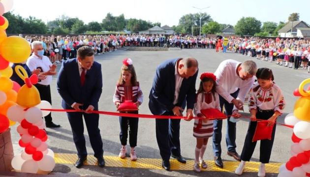В Носовке на Черниговщине первый звонок прозвучал в новой школе