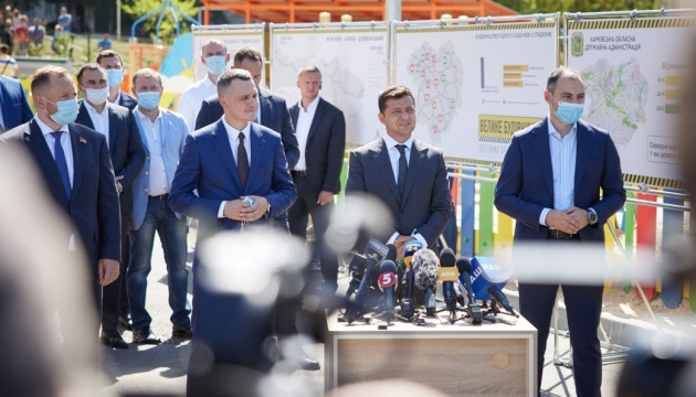 Зеленський - журналістам: Вдячний, коли писатимете, що ми добудували заморожені об'єкти