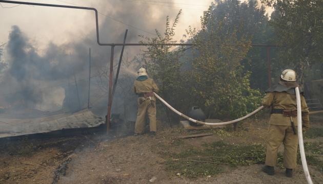 Гасінню масштабних пожеж на Луганщині заважають вибухи