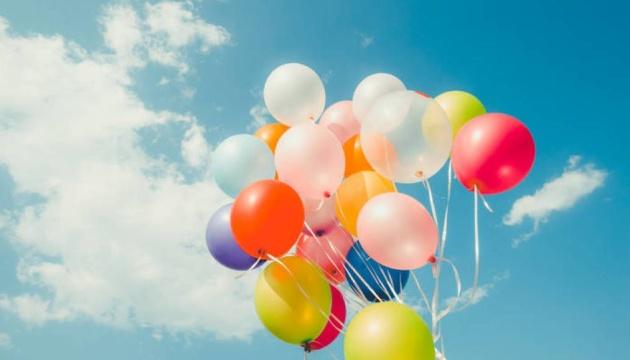 Ілюзіоніст Блейн пролетів над пустелею штату Арізона на 52 повітряних кульках