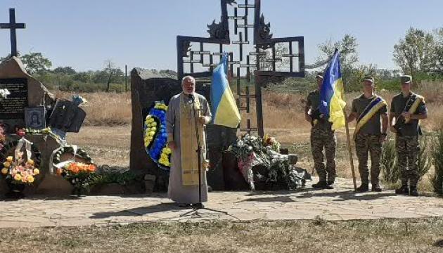 Новоайдарцы почтили память бойцов, павших от российских