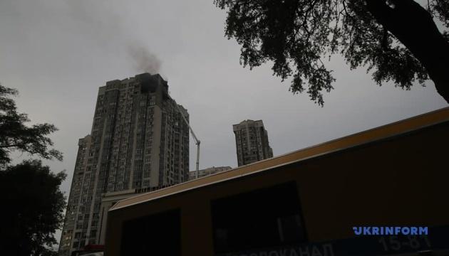 У Києві горить висотка біля посольства США