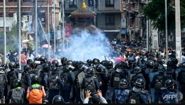 У Непалі поліція застосувала водомети проти порушників карантину