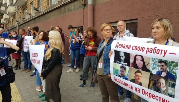 Адвокатів пустили до затриманих у Мінську журналістів