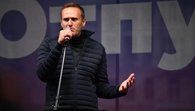 Навальний заявляє, що 17 січня повертається в Росію