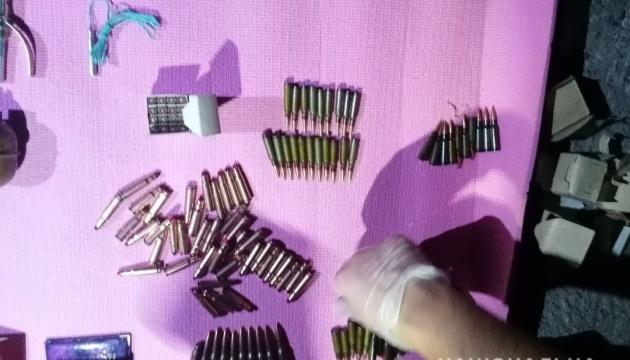 У Миколаєві поліція затримала військового з гранатами та тротиловими шашками