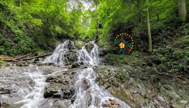 Водоспади й заказники: Івано-Франківщиною